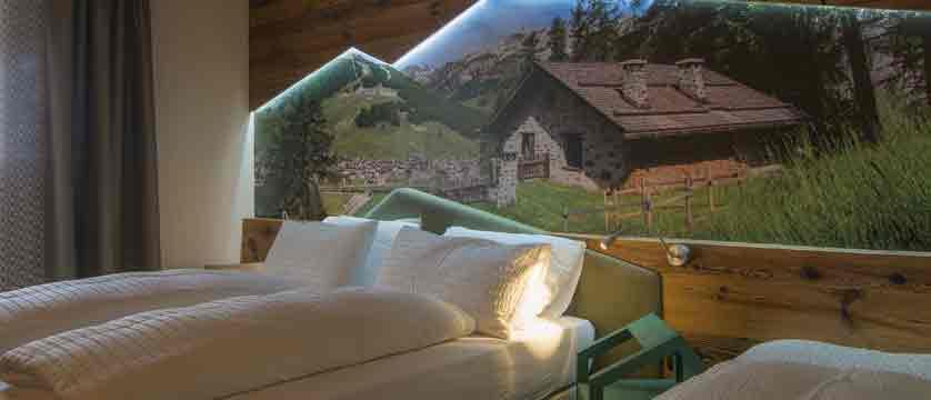 italy_livigno_hotel-amerikan_bedroom.jpg
